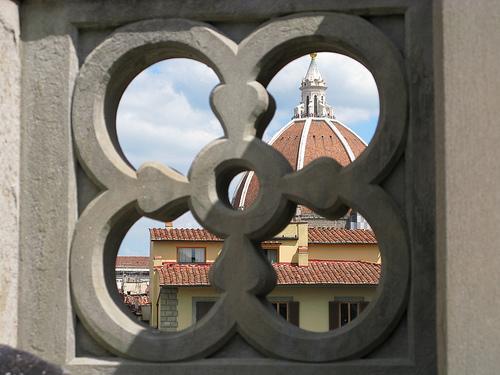 Brunelleschi, bevendo un caffé agli Uffizi