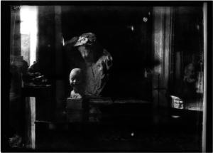 Medardo Rosso, Femme à la voilette and Bambina ridente, nella casa di  Etha Fles, c. 1901